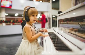 Musical Instruments for Kids girl piano